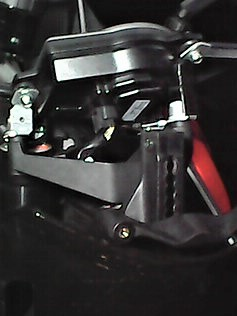 New mount brackets 1290 dash 18Apr017.jpg